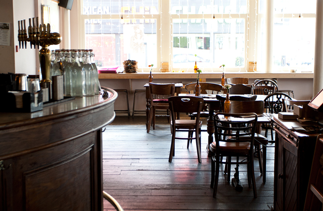 The-Old-Frizzle-Wimbledon-Interior-bar
